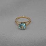 Кольцо золотое с голубым топазом 1К029ГТ