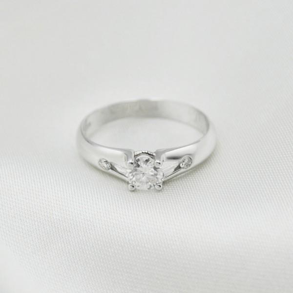 Кольцо золотое с муассанитом и бриллиантами 3К143Дбр